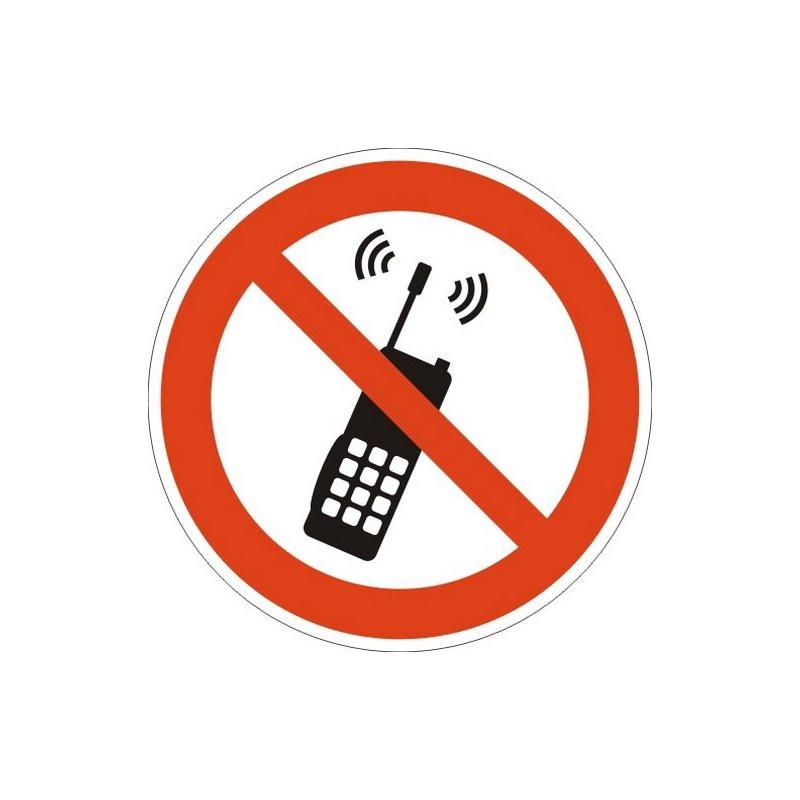 Знак безопасности P18 Запрещ.пользов.м/телеф. или рацией(плёнка,200х200)