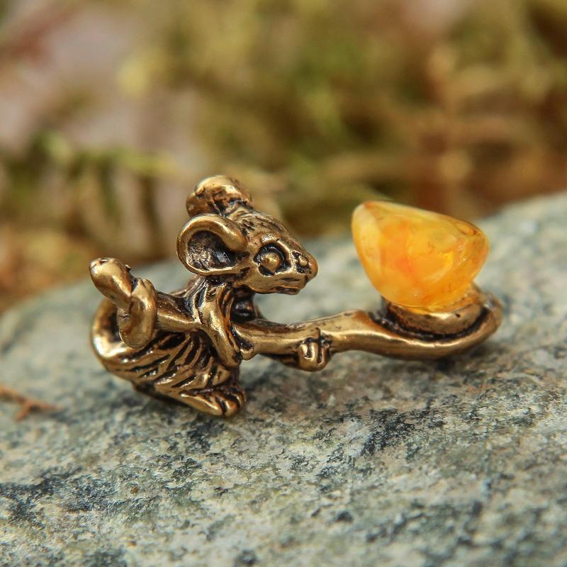 Сувенир кошельковый  Мышка с полной ложкой, с натуральным янтарем 1339727